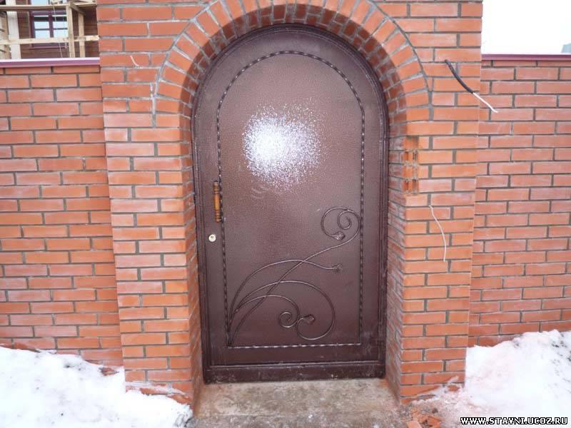 стальные двери стоимость кирпича
